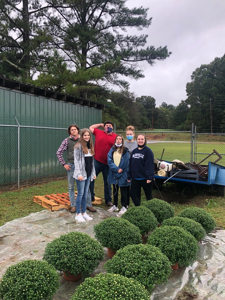 Students help unload mums