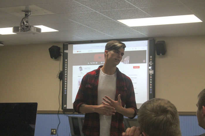 Luke Price speaks with Digital Media students