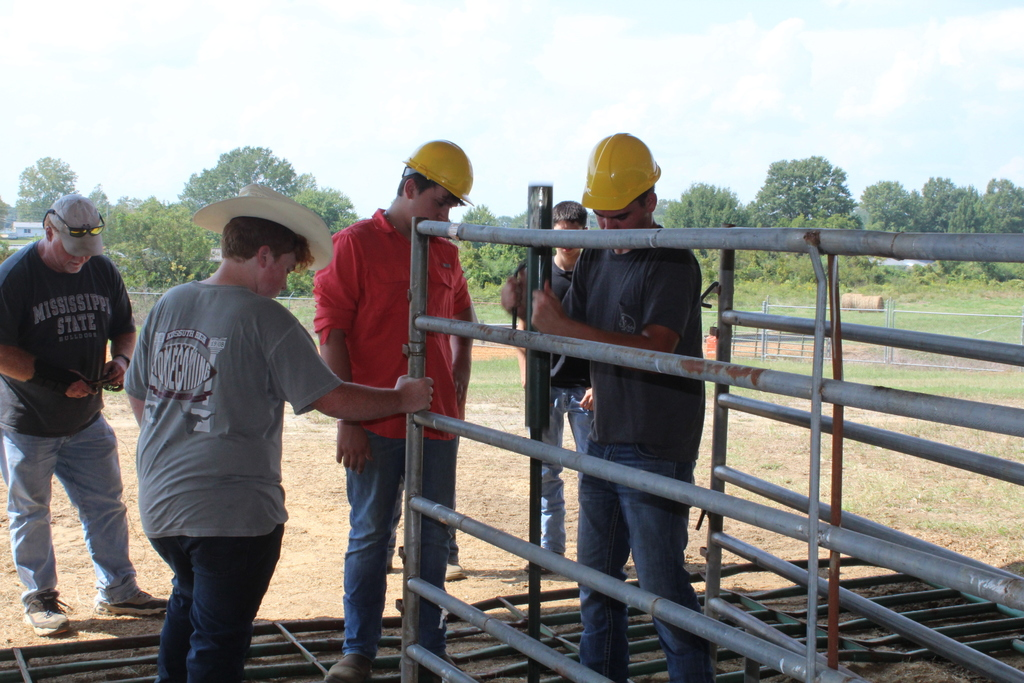 Ag Power and Ag Natural Students Help Set Up Livestock Area