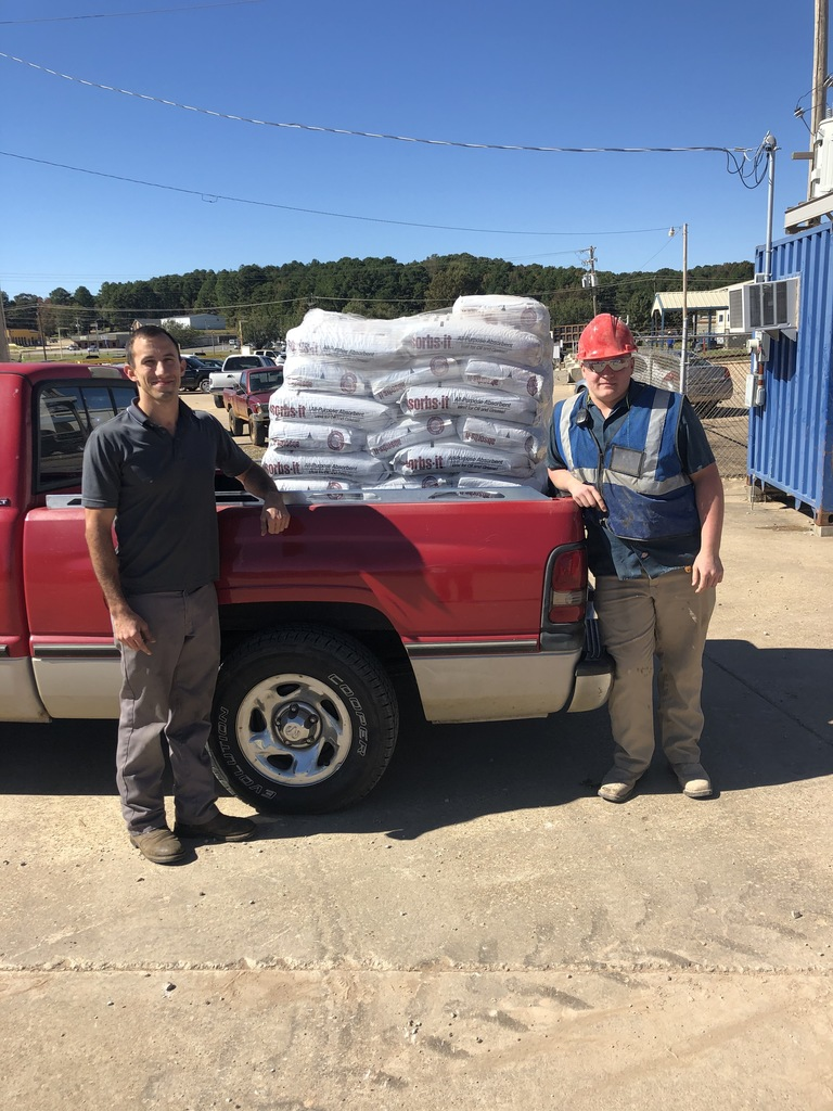 Instructor Lee Busby with ACTC Student and Oil-Dri Intern Elijah Hodum load a pallet of Oil-Dri donated to the center.