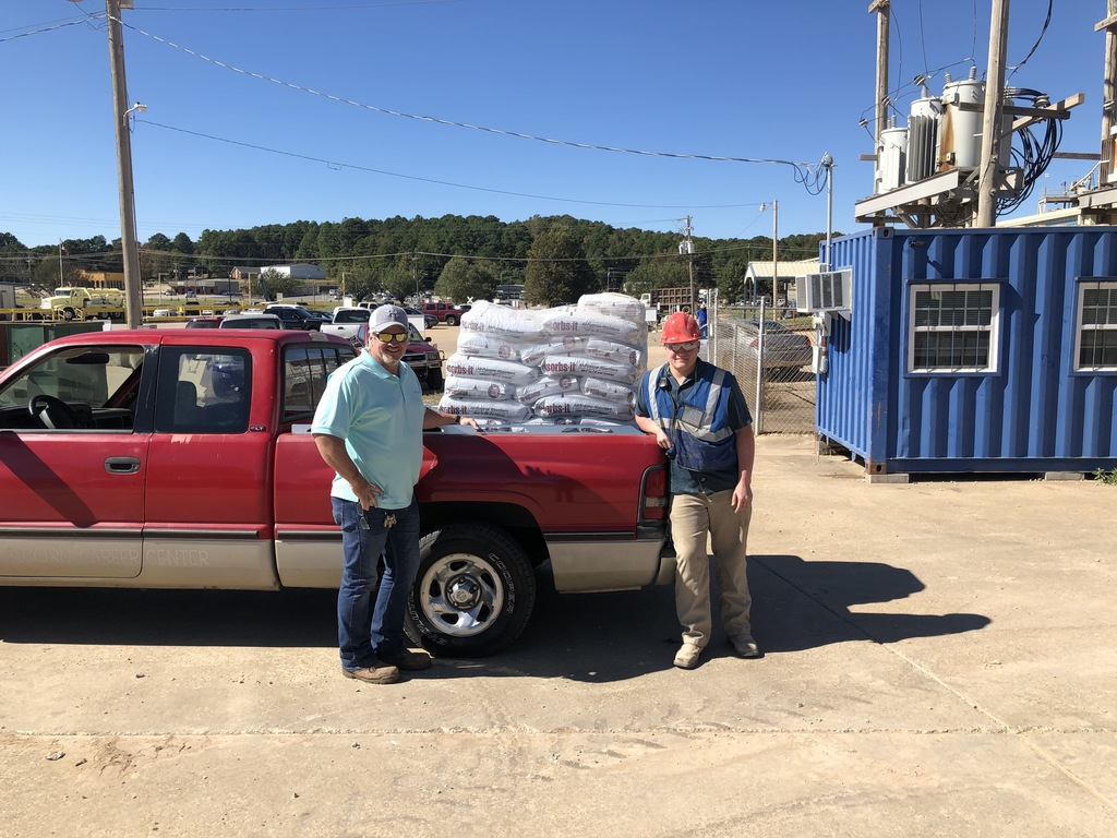 Instructor Tim Bradley with ACTC Student and Oil-Dri Intern Elijah Hodum load a pallet of Oil-Dri donated to the center.
