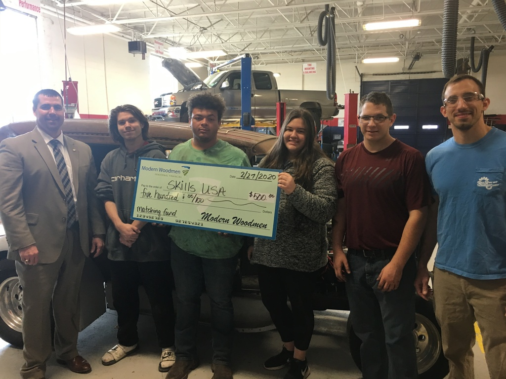 Steven Eaton presents Lee Busby and Automotive Services Students a $500 Donation